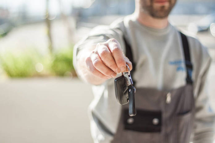 Jak kupować części zamienne do samochodów przez internet?