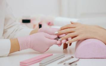 Jak zrobić paznokcie hybrydowe w domu?